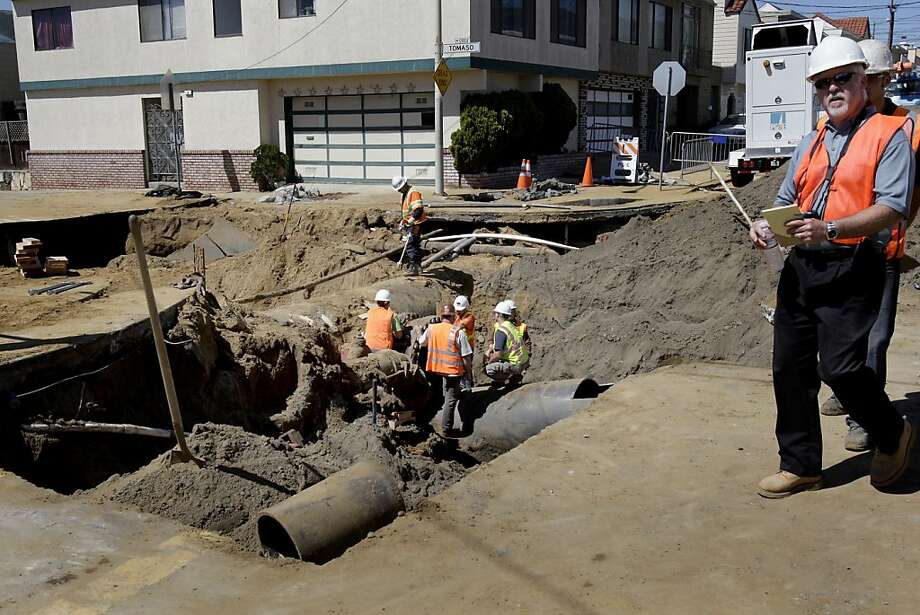 Crews work on the huge sinkhole on Sunnydale Avenue, where Tomaso Court turns into Cora Street. Photo: Brant Ward, The Chronicle