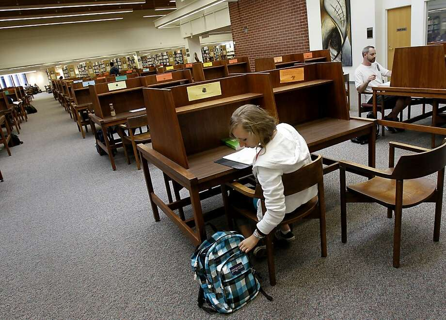 The campus library at Diablo Valley College in Pleasant Hill is nearly empty at the end of the day as the community college has suffered from budget cuts, its student population down 700 from last fall. Photo: Brant Ward, The Chronicle