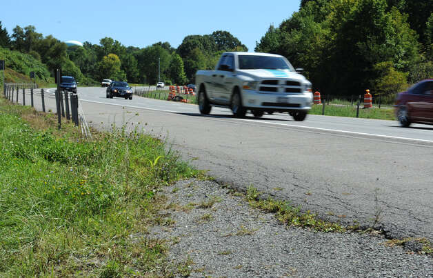 Northbound traffic approaches the twin bridges on Wednesday, Aug. 29, 2012 in Halfmoon, N.Y. (Lori Van Buren / Times Union) Photo: Lori Van Buren