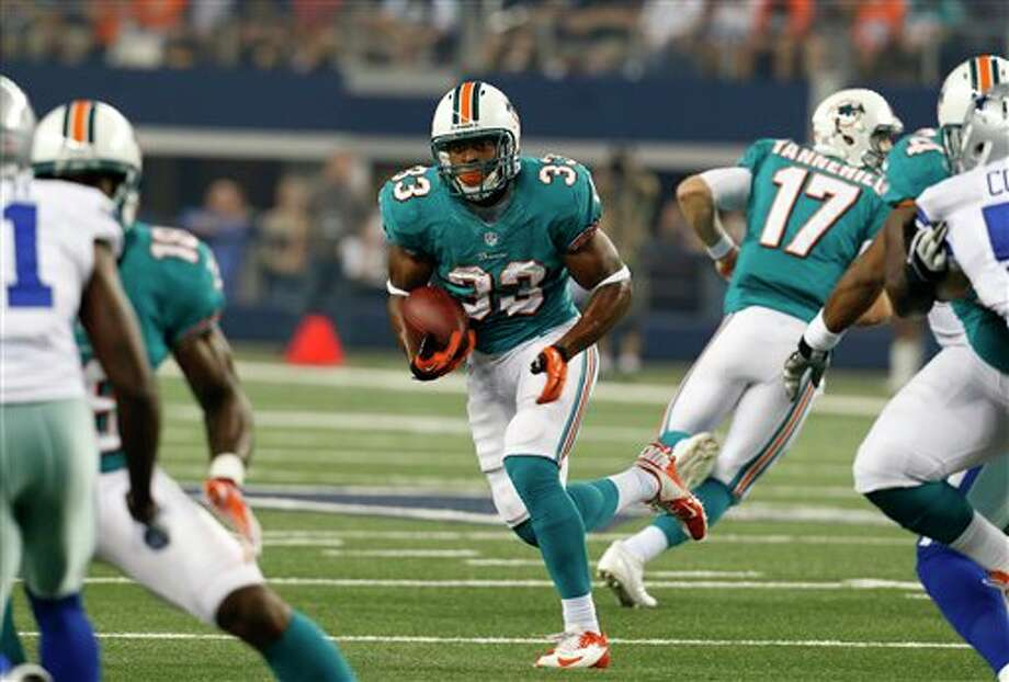 Miami Dolphins' Daniel Thomas (33) looks for running room during the first half of a preseason NFL football game against the Dallas Cowboys, Wednesday, Aug. 29, 2012 in Arlington, Texas (AP Photo/Sharon Ellman) Photo: Sharon Ellman, Associated Press / FR170032 AP