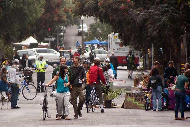 Sunday Streets sets up on Divisadero Street in the Western Addition this Sunday, offering a roadway where cyclists can enjoy activities and camaraderie free of exhaust-belching vehicles. Photo: S.F. Bicycle Coalition