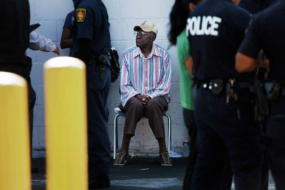 Preston Carter, 100, wasn't charged in an accident that injured 11 people in Los Angeles. Police said he was cooperative and had a valid driver's licence. Photo: Jay L. Clendenin / Los Angeles Times