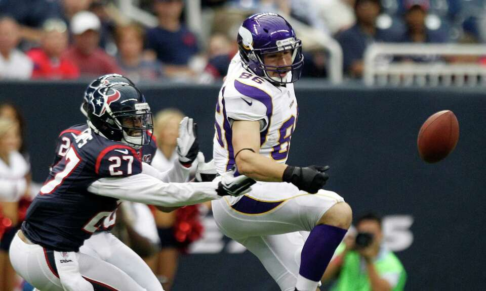 Houston Texans defensive back Quintin Demps (27) breaks up a pass intended for Minnesota Vikings tig