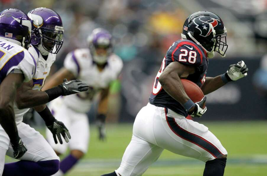 Houston Texans running back Justin Forsett (28) breaks away from the Minnesota Vikings defense for a