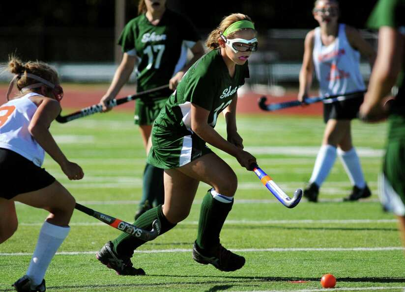 Shen's Anna Bottino (12), center, controls the ball during their scrimmage against Bethlehem on Wedn