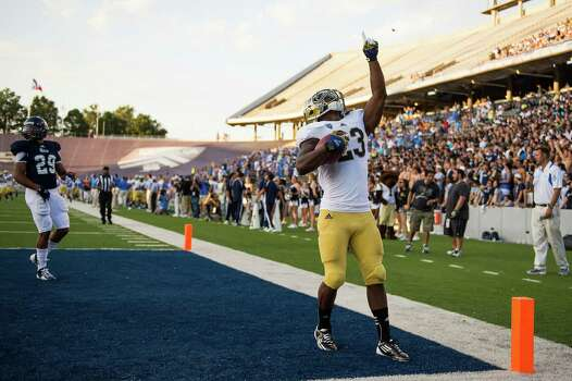 UCLA running back Johnathan Franklin celebrates after scoring on a 74-yard touchdown run during the first quarter. Photo: Smiley N. Pool, Houston Chronicle / © 2012  Houston Chronicle