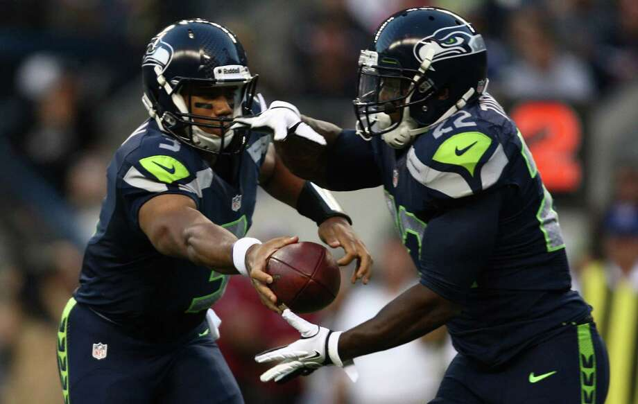 Seattle Seahawks quarterback Russell Wilson hands off the ball to Robert Turbin (22). Photo: JOSHUA TRUJILLO / SEATTLEPI.COM