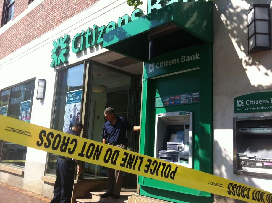 Police responded to a call of robbery at Citizens Bank in the downtown Stamford, Conn., Friday, Aug. 31, 2012. Photo: The (Stamford) Advocate