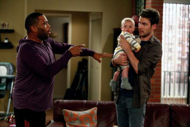 "GUYS WITH KIDS -- ""Pilot"" -- Pictured: (l-r) Anthony Anderson as Gary, Zach Cregger as Nick. Photo: BE, Handout / ONLINE_YES"