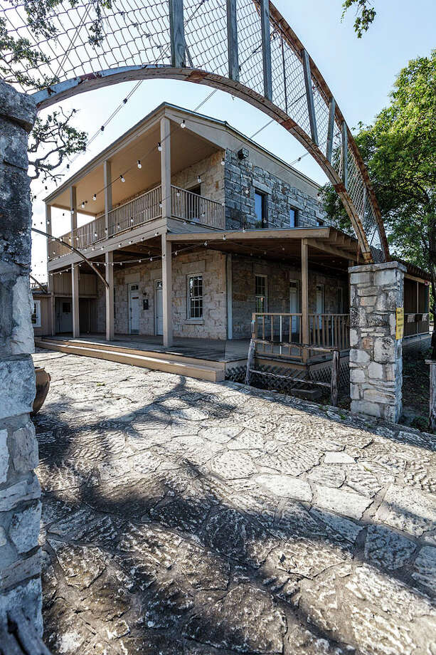 The Aue Stagecoach Inn, now owned by Rudy's BBQ, in Leon Springs on July 23, 2012. Photo: MARVIN PFEIFFER, Marvin Pfeiffer / Prime Time Newspapers 2012