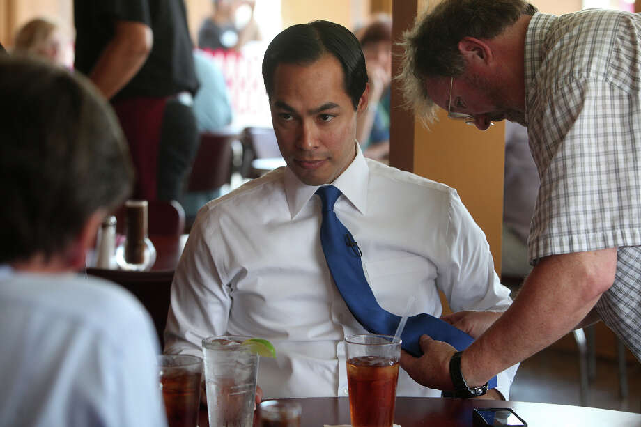 Mayor Julián Castro prepares for a interview on CBS News. Photo: Lisa Krantz, San Antonio Express-News / San Antonio Express-News