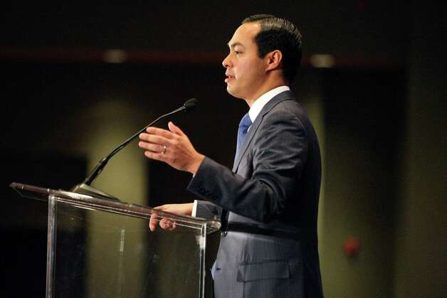 Mayor Julián Castro presents his annual State of the City address to the Greater San Antonio Chamber of Commerce on Friday, March 23, 2012. Photo: Helen L. Montoya, San Antonio Express-News / ©SAN ANTONIO EXPRESS-NEWS