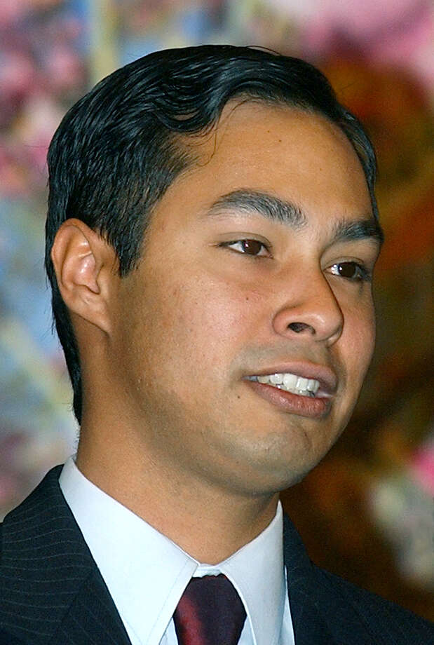 Julián Castro gives the keynote speech at the Eagle's Nest Fellowship Hall in 2003 during graduation for Career Points Institute. Photo: Express-News File Photo / SAN ANTONIO EXPRESS-NEWS