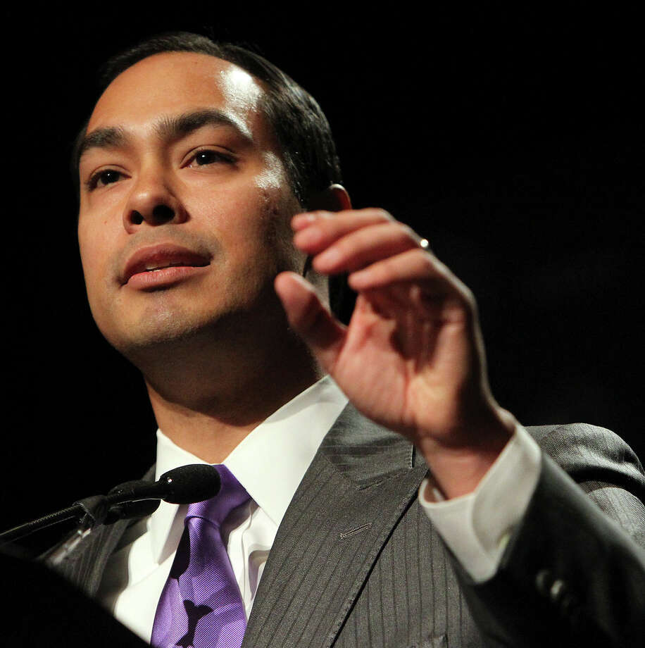 Former San Antonio Mayor Julián Castro addresses an audience at a luncheon for the National Association of Latino Elected and Appointed Officials (NALEO) conference at the Grand Hyatt on Thursday, June 23, 2011. Photo: Kin Man Hui, San Antonio Express-News / kmhui@express-news.net