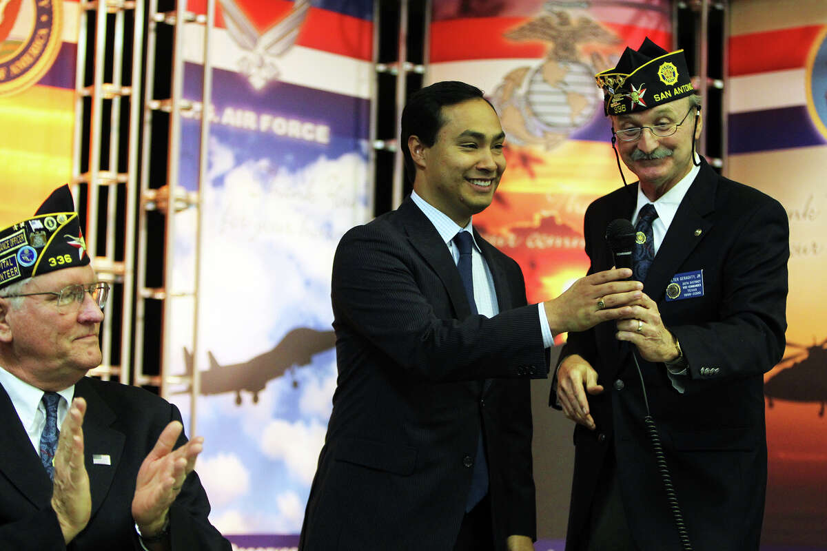 State Rep. Joaquín Castro is greeted in March by American Legion Post No. 336 Vice Commander Walter Geraghty Jr. as he recognized Persian Gulf war veterans and all vets during the monthly meeting at Leon Valley Elementary School. Jennifer Whitney/ San Antonio Express-News