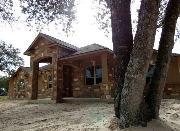 A home built by Mike Haberstroh General Contracting is almost complete in the Abrego Lake development in Floresville on Friday, Aug. 31, 2012. Eagle Ford shale executives and workers, as well as people working in San Antonio, are moving in. Photo: Billy Calzada, San Antonio Express-News / © San Antonio Express-News