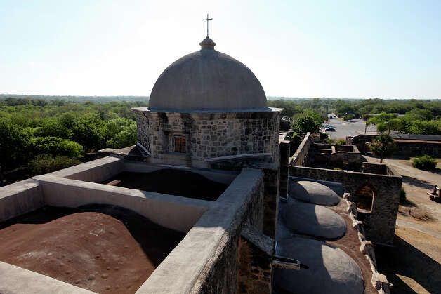 A view of the roof of Mission San José. Photo: EDWARD A. ORNELAS, . / © SAN ANTONIO EXPRESS-NEWS (NFS)
