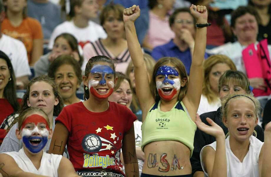 The last visit to Houston by the U.S. women's national team brought out 16,991 fans in October 2004. The Houston stop had the highest paid attendance of the 10-city tour that year. Photo: JAMES NIELSEN / HOUSTON CHRONICLE