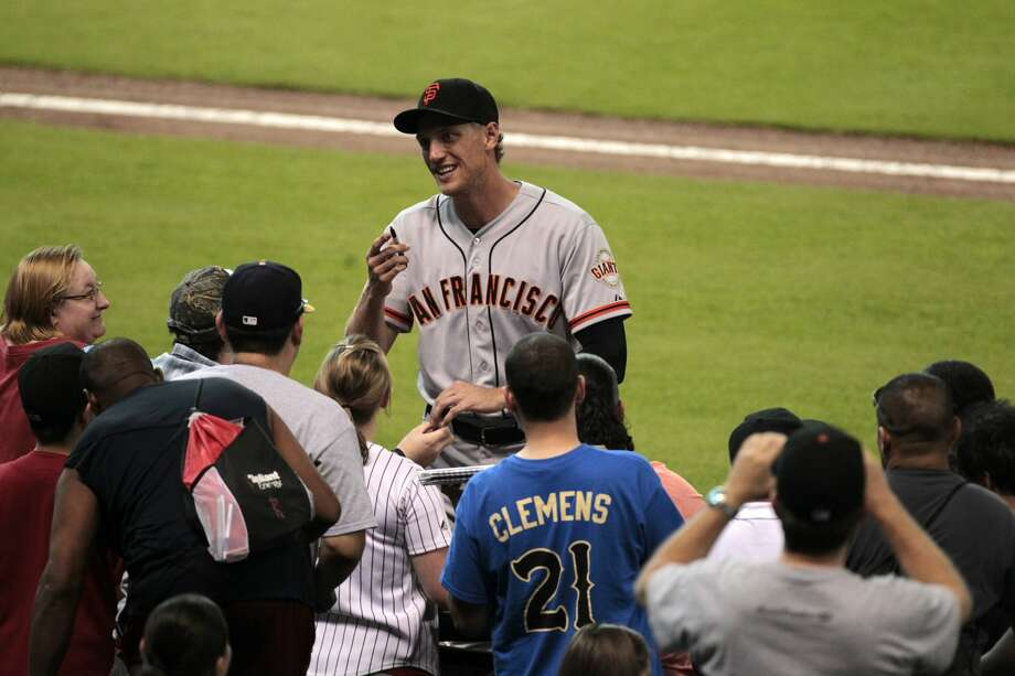 Former Houston Astros right fielder, now San Francisco Giant, Hunter Pence greets fans before the start of the Houston Astros match up with the San Francisco Giants. (Billy Smith II / Houston Chronicle)