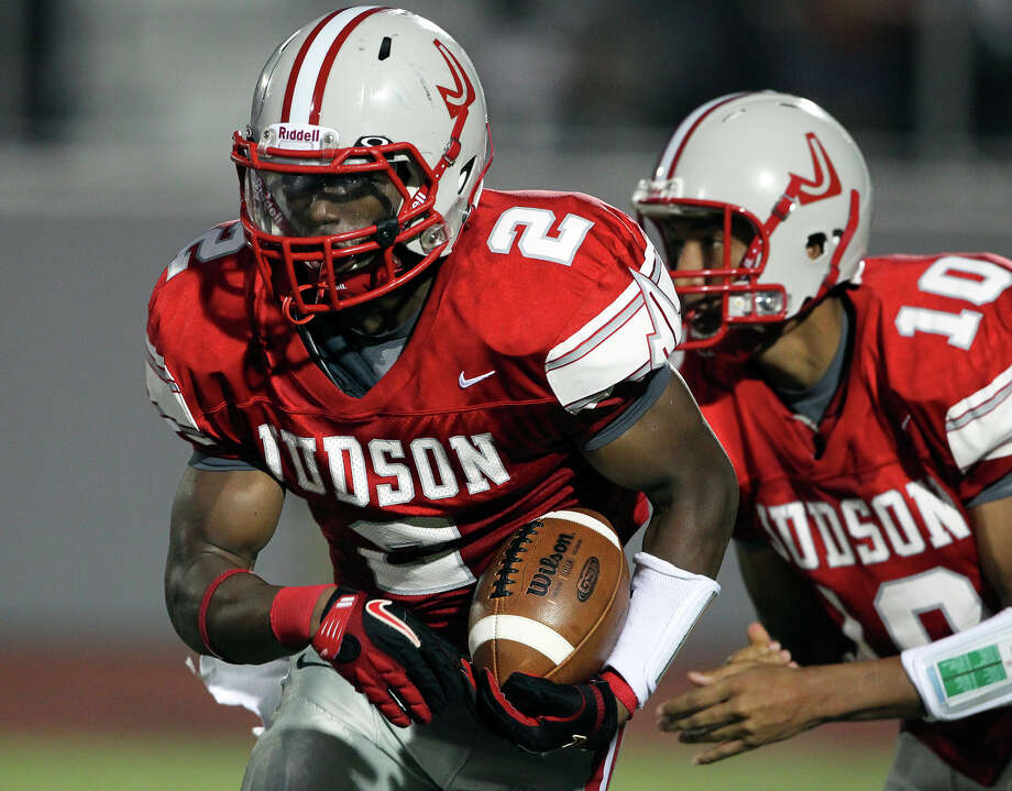 Rocket running back Jarveon Williams runs to the left after taking a handoff from Rayjohn Austin-Ramsey as Judson hosts Lake Travis at D.W. Rutledge Stadiumt  on August 31, 2012. Photo: Tom Reel, Express-News / ©2012 San Antono Express-News