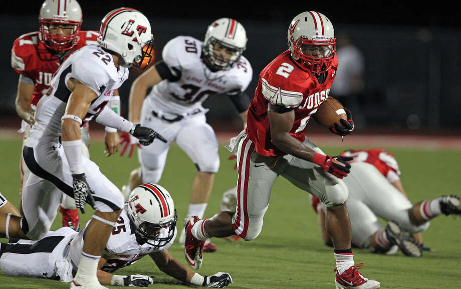 jarveon Williams turns the corner to bust loose as Judson hosts Lake Travis at D.W. Rutledge Stadiumt  on August 31, 2012. Photo: Tom Reel, Express-News / ©2012 San Antono Express-News