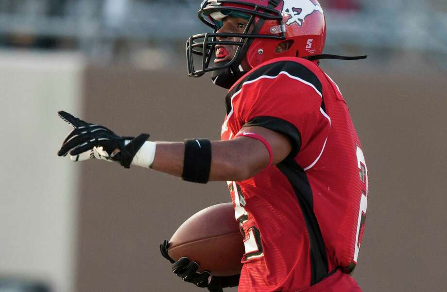 North Shore running back Kevian DeLeon (2) runs in for a touchdown against Clear Springs during the first quarter at the Galena Park Athletic Complex on Friday, Aug. 31, 2012, in Houston. Photo: J. Patric Schneider, Houston Chronicle / © 2012 Houston Chronicle