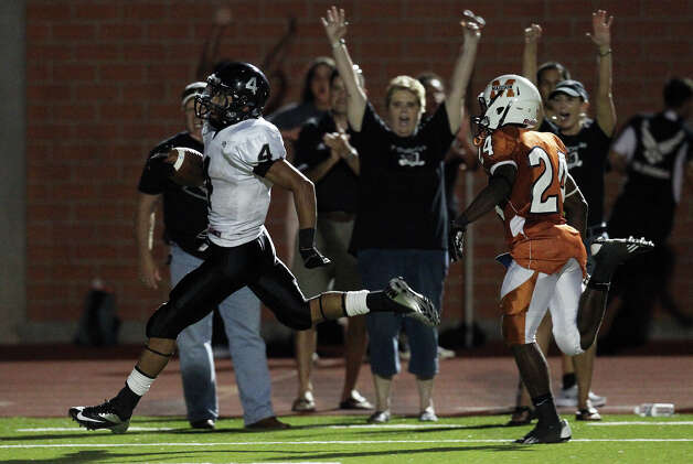 Steele's Justin Stockton (04) strolls into the endzone after running 75 yards for a second-quarter touchdown against Madison's Latrell Sledge (24) at Heroes Stadium on Friday, August 31, 2012. Photo: Kin Man Hui, Express-News / ©2012 San Antonio Express-News