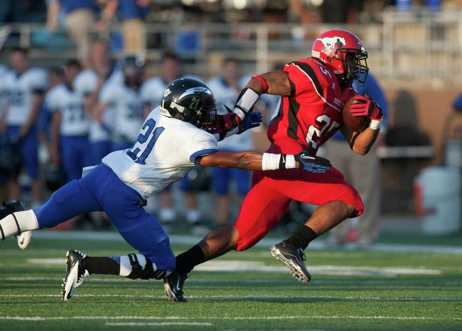North Shore running back Jared Pendleton (25) runs past Clear Springs Kamron Williams (21) for a touchdown during the first quarter at the Galena Park Athletic Complex on Friday, Aug. 31, 2012, in Houston. Photo: J. Patric Schneider, Houston Chronicle / © 2012 Houston Chronicle