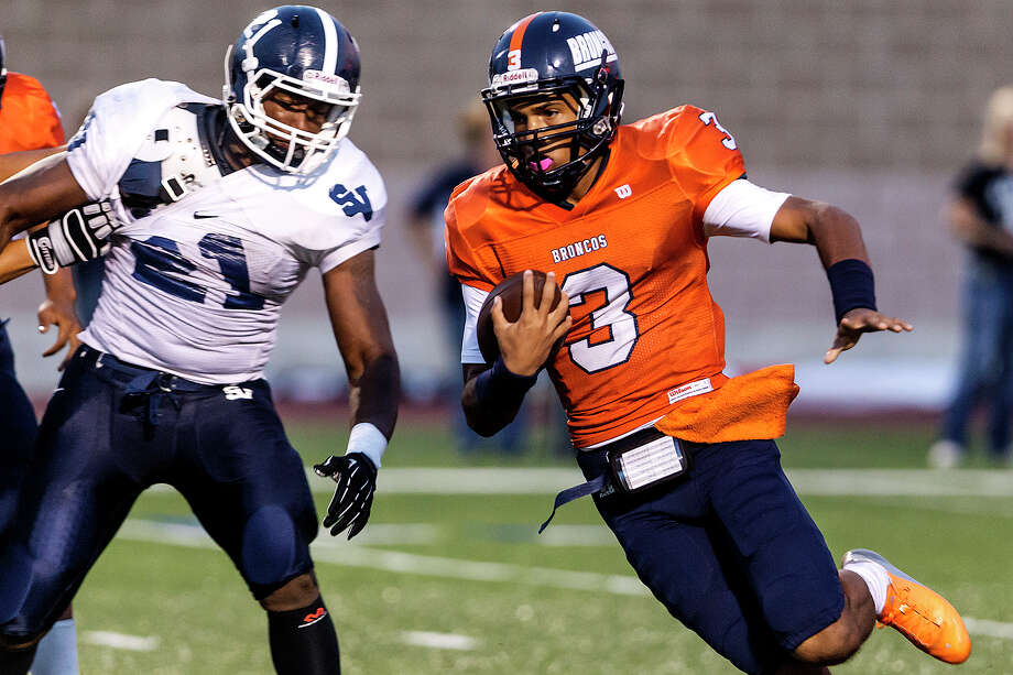 Brandeis quarterback Jonathan Robinson (right) returns a kickoff as Smithson Valley's Lawrence Mattison tries to defend during the season opener for both teams at Farris Stadium on Aug. 31, 2012.  Smithson Valley won the game 41-7.  MARVIN PFEIFFER/ mpfeiffer@express-news.net Photo: MARVIN PFEIFFER, Express-News / Express-News 2012