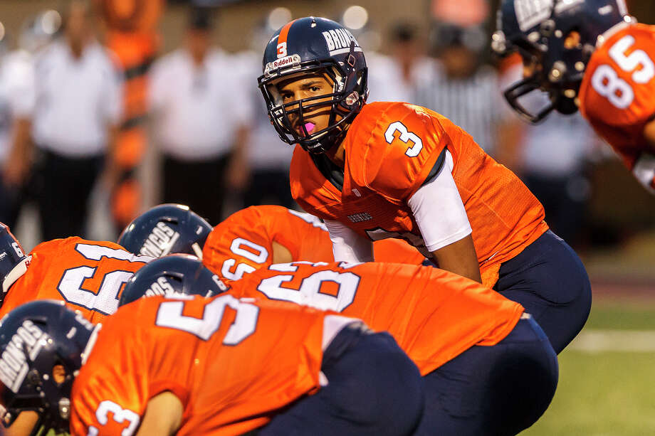 Brandeis quarterback Jonathan Robinson (3) goes under center as the Broncos try to pull Smithson Valley offsides on a fourth down play during the season opener for both teams at Farris Stadium on Aug. 31, 2012.  Smithson Valley won the game 41-7.  MARVIN PFEIFFER/ mpfeiffer@express-news.net Photo: MARVIN PFEIFFER, Express-News / Express-News 2012