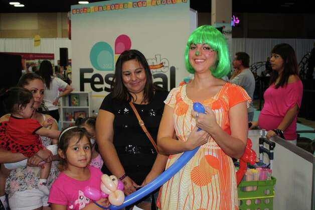 People check out Latino music, fashion and pop culture at Festival People en Español at the Henry B. Gonzalez Convention Center on Saturday, Sept. 1, 2012. Photo: Yvonne Zamora, MySA.com