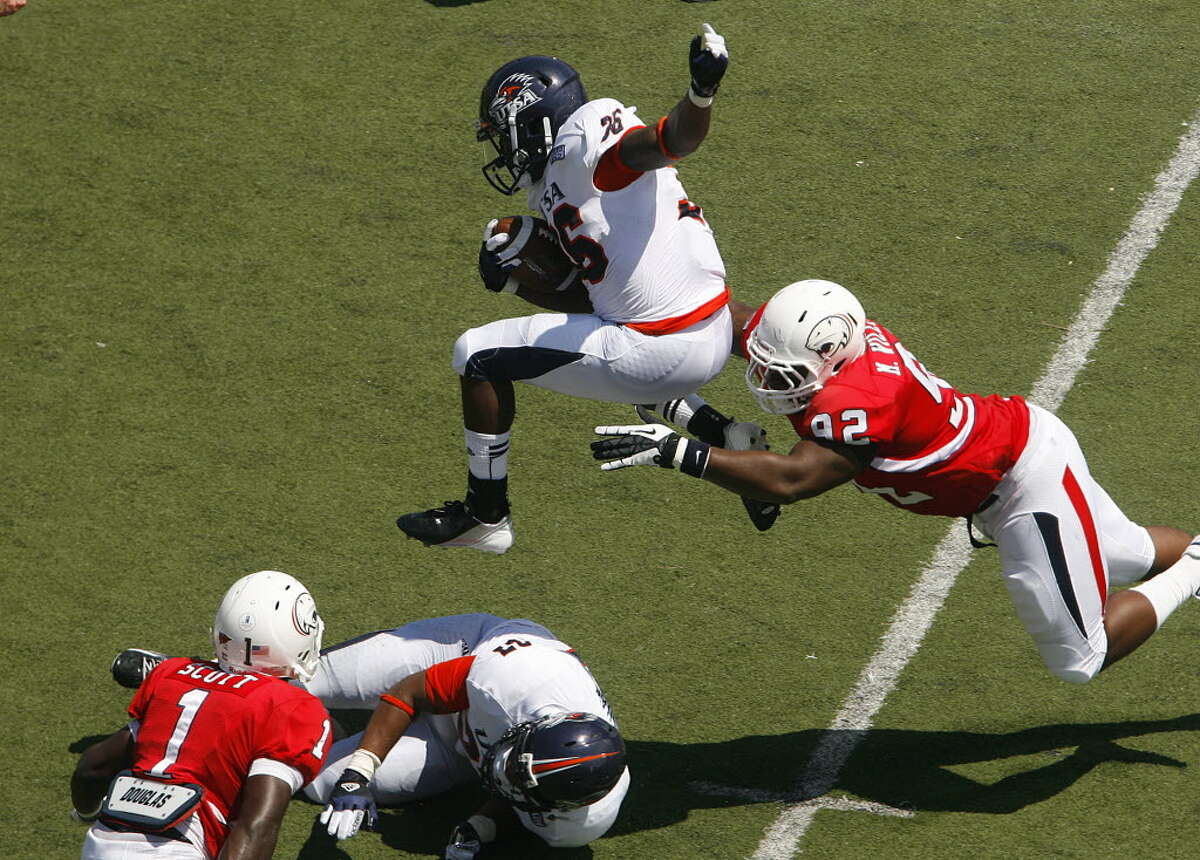 UTSA 33 - South Alabama 31 : South Alabama defender Montavious Williams (92) brings down leaping UTSA running back Evans Okotcha (36) in the first quarter Saturday, Sept. 1, 2012, at Ladd-Peebles Stadium in Mobile, Ala. (Press-Register/Mike Kittrell)