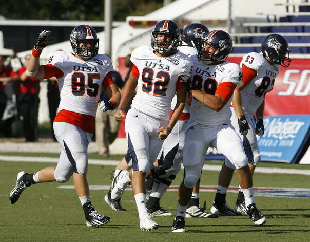 UTSA 33 - South Alabama 31:UTSA kicker Sean Ianno (92) celebrates making the winning field goal in the fourth quarter against South Alabama Saturday, Sept. 1, 2012, at Ladd-Peebles Stadium in Mobile, Ala. (Press-Register/Mike Kittrell) Photo: Mike Kittrell, Mobile Press-Register / Mobile Press-Register