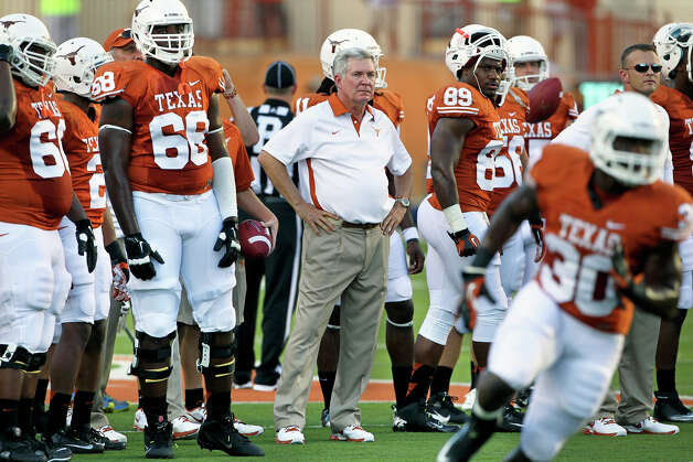 Mack Brown watches his teammate warm up before game time as Texas hosts Wyoming at D.K.Royal Stadium in Austin on September 1, 2012. Photo: Tom Reel, Express-News / ©2012 San Antono Express-News