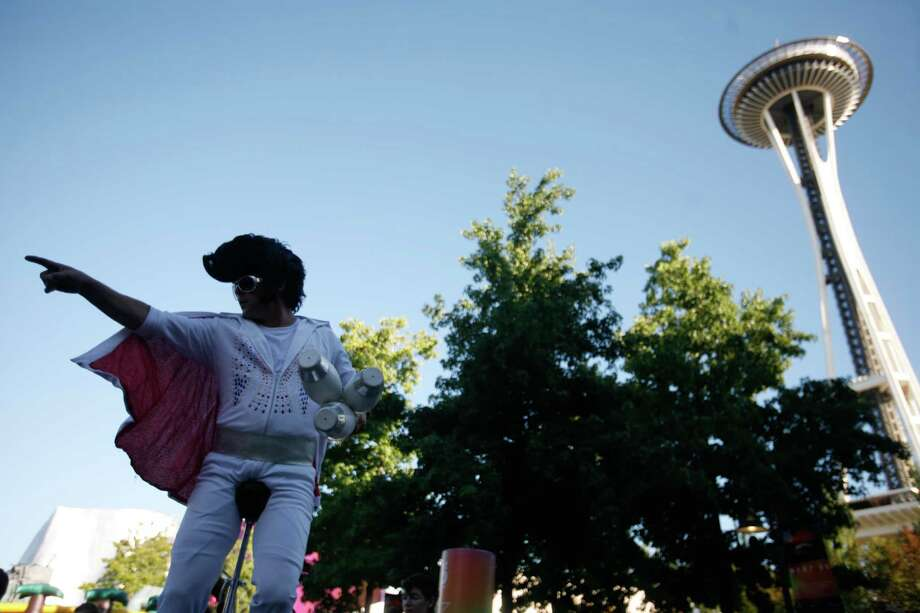 A man dressed as Elvis rides a unicycle. Photo: Sofia Jaramillo / SEATTLEPI.COM