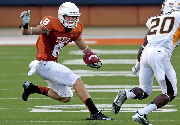 Jaxon Shipley skids to reverse the field in the first half as Texas hosts Wyoming at D.K.Royal Stadium in Austin on September 1, 2012. Photo: Tom Reel, Express-News / ©2012 San Antono Express-News