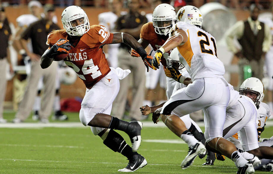 Joe Bergeron breaks loose for a good gain in the third quarter as Texas hosts Wyoming at D.K.Royal Stadium in Austin on September 1, 2012. Photo: Tom Reel, Express-News / ©2012 San Antono Express-News