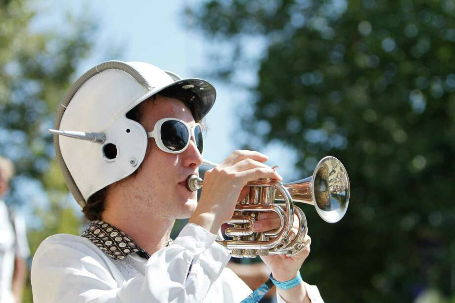 A marching band performer wears a creative outfit. Photo: Sofia Jaramillo / SEATTLEPI.COM