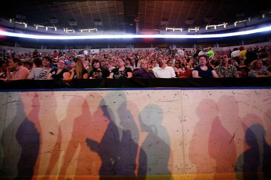 Hundreds of people wait in KeyArena for Gotye to perform. Photo: Sofia Jaramillo / SEATTLEPI.COM