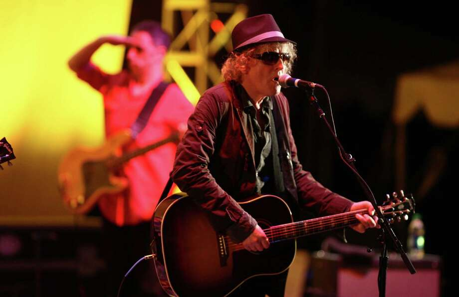 Ian Hunter performs on the Starbucks Stage during Bumbershoot. Photo: JOSHUA TRUJILLO / SEATTLEPI.COM