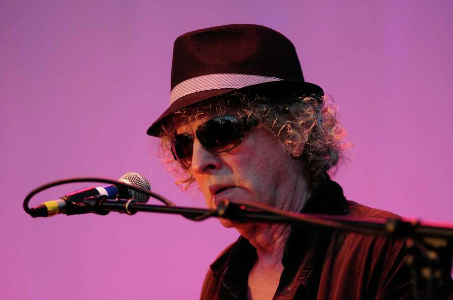 Ian Hunter plays with the Rant Band at the Starbucks Stage.