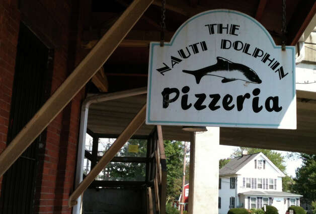 The owners of Nauti Dolphin pizzeria want to expand their spaces at the eastbound terminal of the Fairfield Railroad Station. Photo: Andrew Brophy / Fairfield Citizen contributed