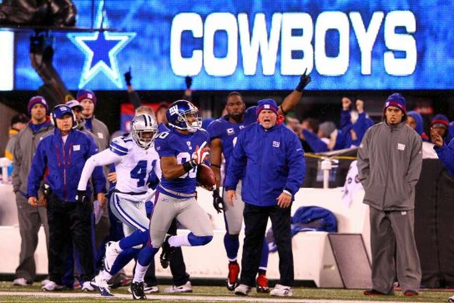 EAST RUTHERFORD, NJ - JANUARY 01:  Victor Cruz #80 of the New York Giants runs with the ball on his way to scoring a touchdown in the first quarter on a 74 yard catch and run against the Dallas Cowboys at MetLife Stadium on January 1, 2012 in East Rutherford, New Jersey.  (Photo by Al Bello/Getty Images) (Getty Images)