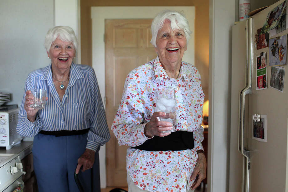 90-year-old twins Juanita Herff Chipman, right, and Carolyn Herff Kennon at Juanita's home in Boerne. Photo: Lisa Krantz, San Antonio Express-News / San Antonio Express-News