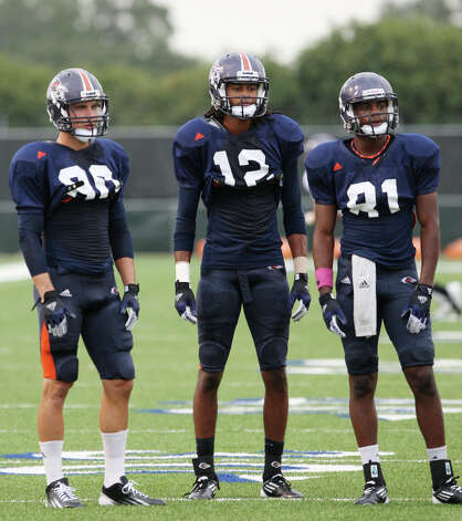 UTSA receivers Cole Hicks (left) of Bandera and Earon Holmes (center) of Brackenridge each scored their first collegiate touchdowns Saturday. Photo: Jerry Lara, San Antonio Express-News / © 2012 San Antonio Express-News