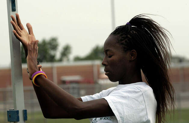 Southwest junior Destinee Hooker works out at the school's track and field facility on May 11, 2005. Photo: J. MICHAEL SHORT, For The Express-News / THE SAN ANTONIO EXPRESS-NEWS