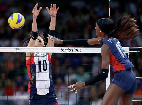 United States' Destinee Hooker, right, spikes the ball past South Korea's Kim Yeon-Koung during a women's preliminary volleyball match at the 2012 Summer Olympics, Saturday, July 28, 2012, in London. Photo: Jeff Roberson, Associated Press / AP