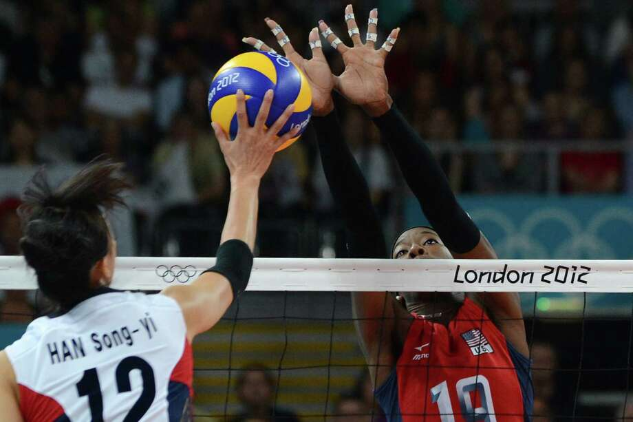 South Korea's Han Song-Yi (L) spikes as US player Destinee Hooker (R) attempts to block during the Women's semifinal volleyball match between South Korea and the US in the 2012 London Olympic Games in London on August 9, 2012. Photo: KIRILL KUDRYAVTSEV, AFP / Getty Images / AFP