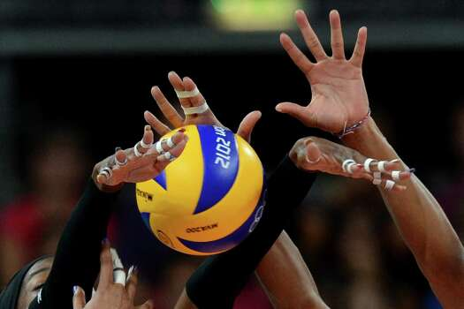 Destinee Hooker (L) and Foluke Akinradewo of the US attempt to block during the Women's quarter-final volleyball match between the US and Dominican Republic in the 2012 London Olympic Games in London on August 7, 2012. Photo: KIRILL KUDRYAVTSEV, AFP / Getty Images / AFP