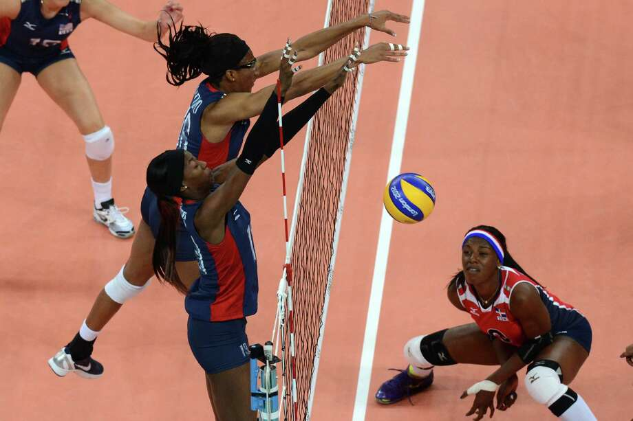 Destinee Hooker (L) and Foluke Akinradewo (L, top) of the US attempt to block during the Women's quarter-final volleyball match between the US and Dominican Republic in the 2012 London Olympic Games in London on August 7, 2012. Photo: KIRILL KUDRYAVTSEV, AFP / Getty Images / AFP